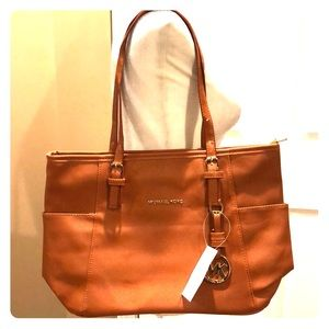 NWT Brown Jet Set Bag in duster protector